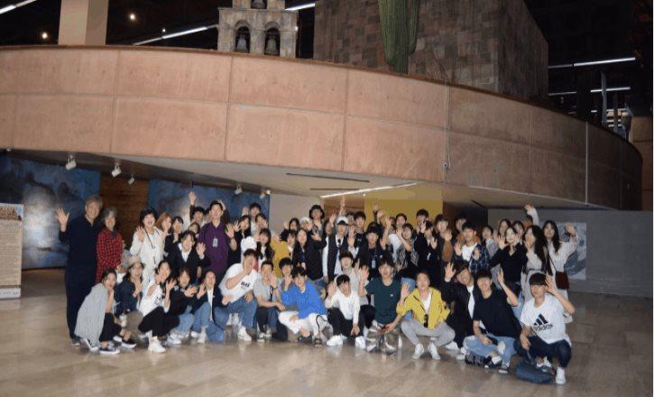Grupo de jóvenes coreanos visitó el Museo de las Californias del CECUT