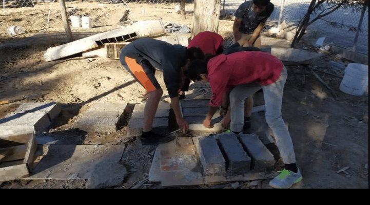 Estudiantes construyen cuarto a compañero con papel reciclado