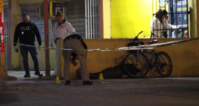 Ejecutan a hombre de 58 años frente a Burger King de 5 y 10