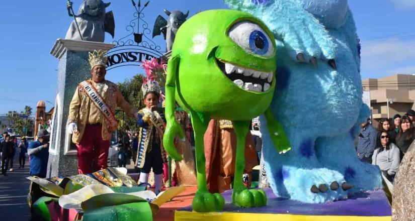 Miles de locales y visitantes disfrutan del Carnaval