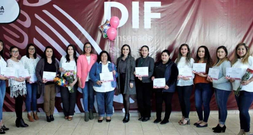 Entregó el DIF municipal constancias a 15 maestros sombra