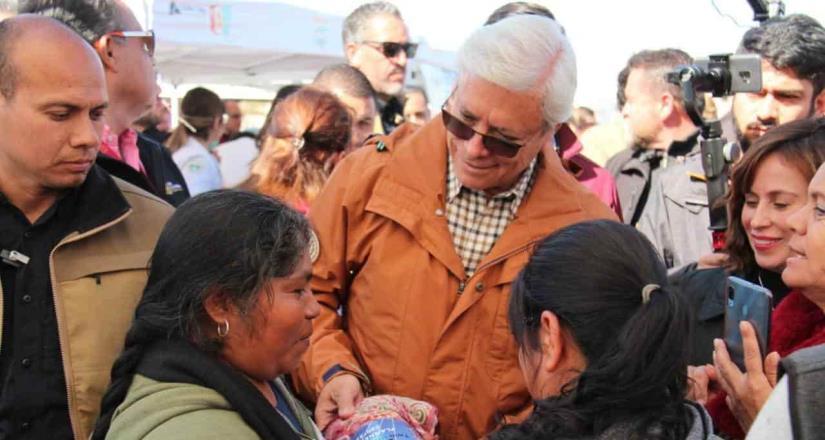 Ofrece gobernador resolver la necesidad de agua en colonias marginadas