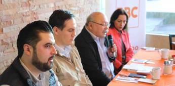 Recibe el PBC al Dr. Alejandro Mungaray, quien presentó su libro en reunión