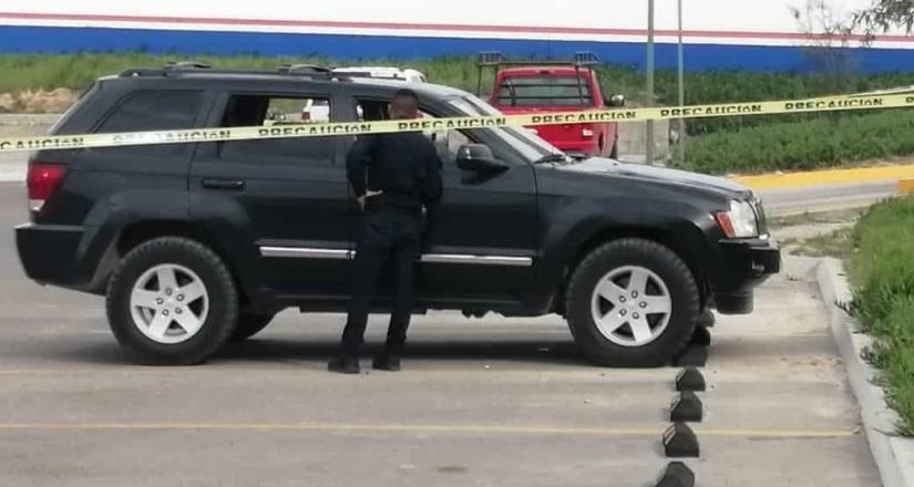 Ejecutan a hombre en estacionamiento de centro comercial en Santa Fe