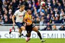 Jugador del Tottenham defiende a compañero de aficionado racista