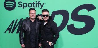 Estrellas recorren la primera alfombra verde de los Spotify Awards