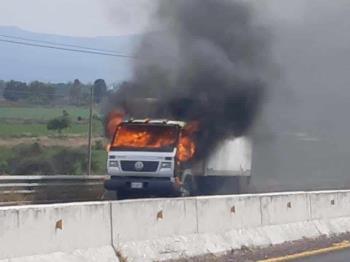 Reportan bloqueos de vialidades y asesinan a un ministerial en Celaya