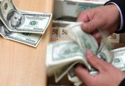 Dólar volátil, mientras Bolsas caen por temor de recesión global