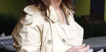 Rebecca Jones luce mascarilla y pide no tener miedo por coronavirus