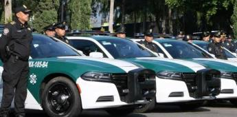 Policías en patrullas piden quedarse en casa por coronavirus