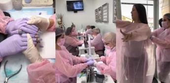 Mujeres en Sinaloa se hacen manicura protegidas por contingencia