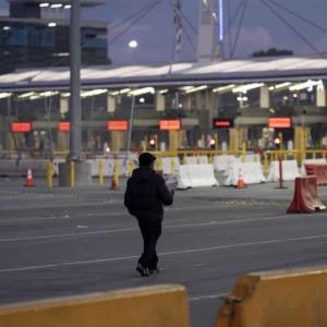 Los viajes no esenciales a E.U.A continúan restringidos, asegura Edgar Ramírez