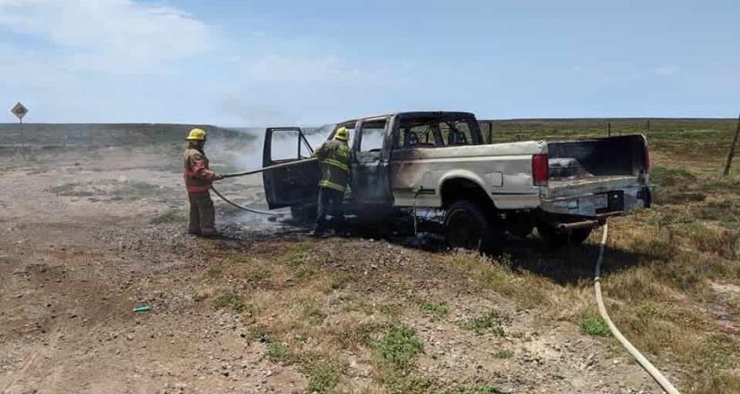 Se incendia vehículo en El Rosario