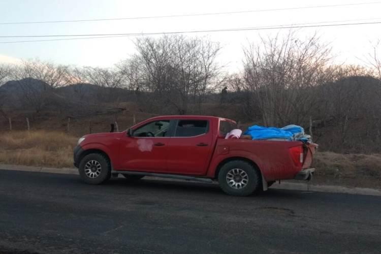 Hallan 12 cuerpos en camioneta abandonada en Michoacán