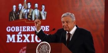 AMLO presume el sonido de una Guacamaya al inicio de su conferencia
