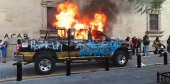 Manifestantes derriban puertas del palacio de Gobierno de Jalisco