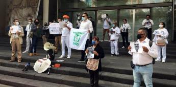 Trabajadores del sector salud protestan en IMSS por decesos de personal