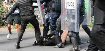 Melanie fue pateada en el rostro por las autoridades durante protestas en México