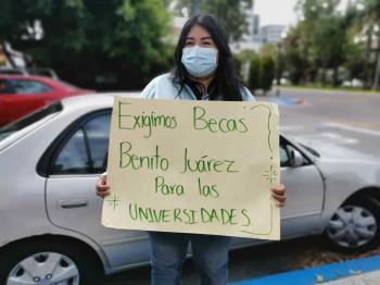 Estudiantes y alumnos piden la entrega de apoyos sociales