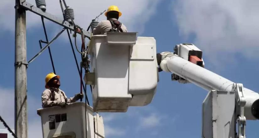 CFE restablece el suministro eléctrico al 93% de los servicios afectados