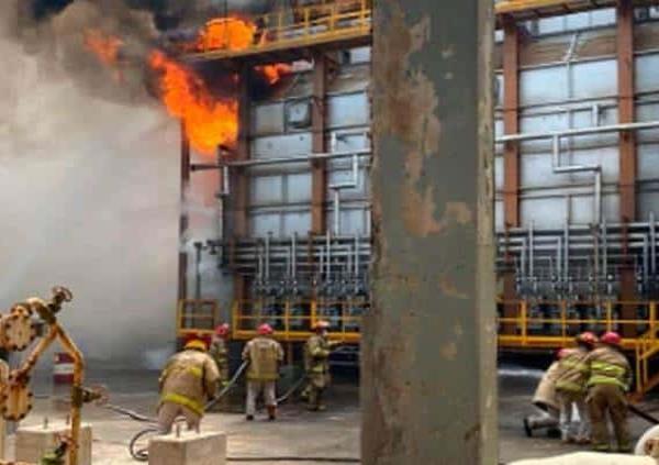 Por sismo, refinería en Salina Cruz se incendia; suspende operación