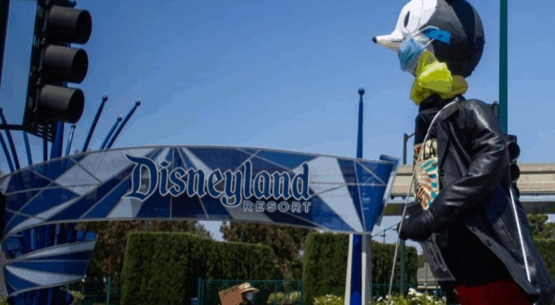 Empleados de Disneyland Resort protestan por reapertura