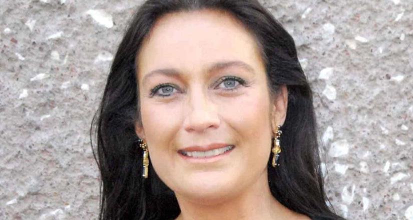 Por falta de empleo, Diana Golden acude a recibir despensa