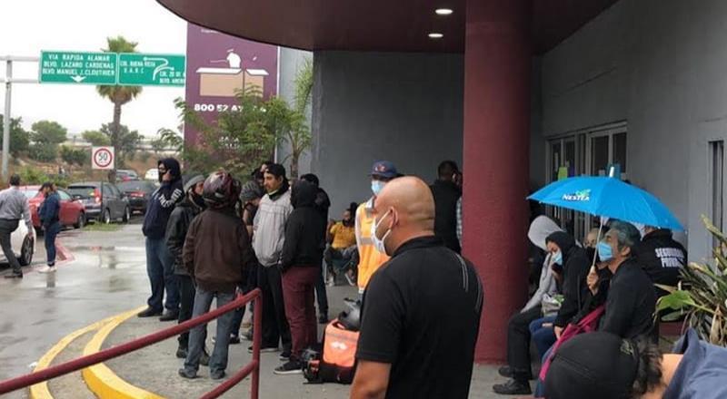 Conductores de Uber y DiDi bloquean oficina de Recaudación de Rentas en Tijuana