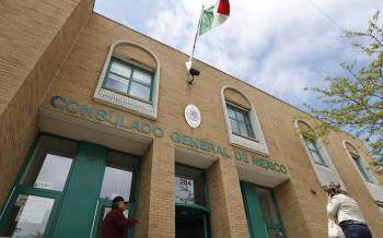 Prenden alertas en consulados de México en EU por rebrotes