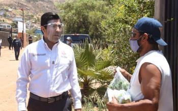 Entregó Ayala productos alimenticios en Cañón Buena Vista