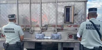 Guardia Nacional detiene al conductor de un trailer que trasladaba paquetes de aparente crystal