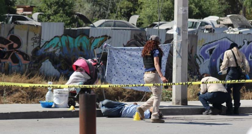 Hombre asesina a mujer de 60 años en la vía pública: Fue capturado