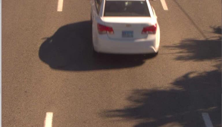 Mediante arcos lectores de placas se detecta a 2 carros robados