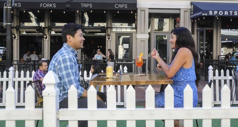 Alcalde de San Diego ordena que los restaurantes puedan usar estacionamientos y aceras