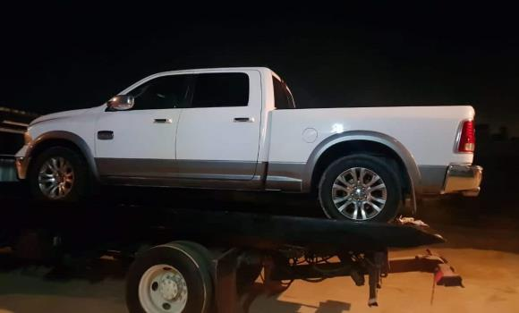 Tras cateo, FGE decomisa 8 vehículos en colonia Villa Cruz