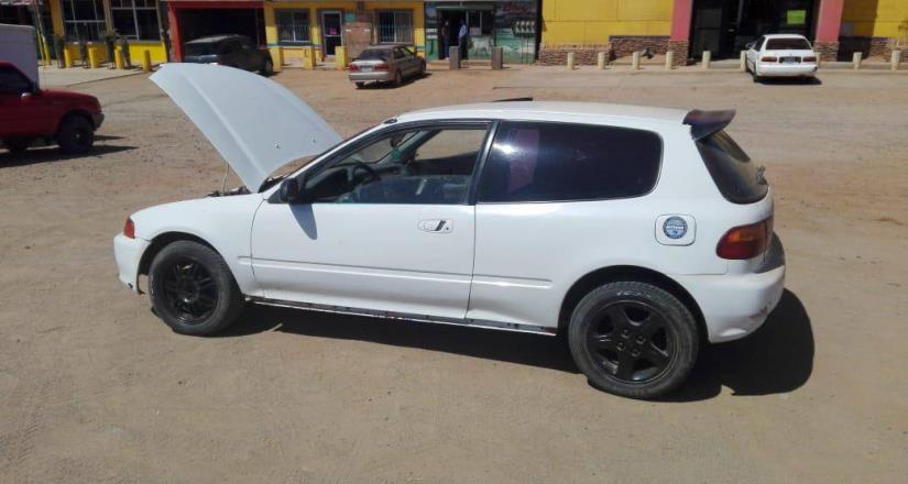 Detienen a joven con un vehículo robado