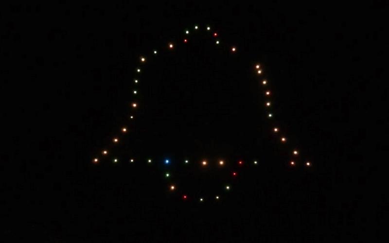 El Ayuntamiento de Tijuana se iluminó con un espectáculo de drones