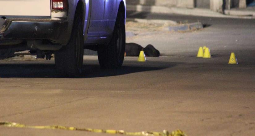 Asesinan a joven en vía pública