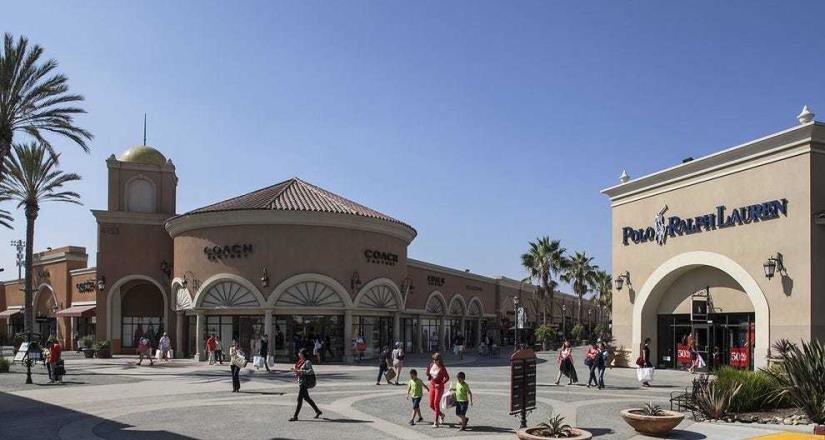 California cierra de nuevo centros comerciales, iglesias, bares, salones de belleza, gimnasios