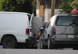 Encuentran cuerpo al interior de un vehículo