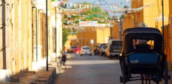 La Guacamaya de fuego con rostro solar en la ciudad amarilla de Izamal