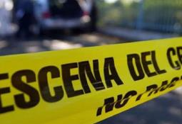 Encuentran el cuerpo de una joven al interior de un vehículo