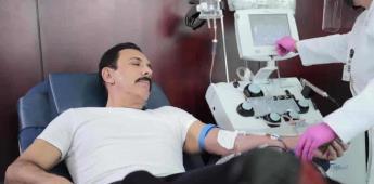 Omar Fayad dona plasma para pacientes con Covid