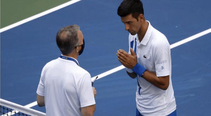 La disculpa de Novak Djokovic, tras golpear a una juez