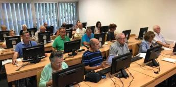 Promover con internet la educación de adultos mayores: día internacional de la alfabetización