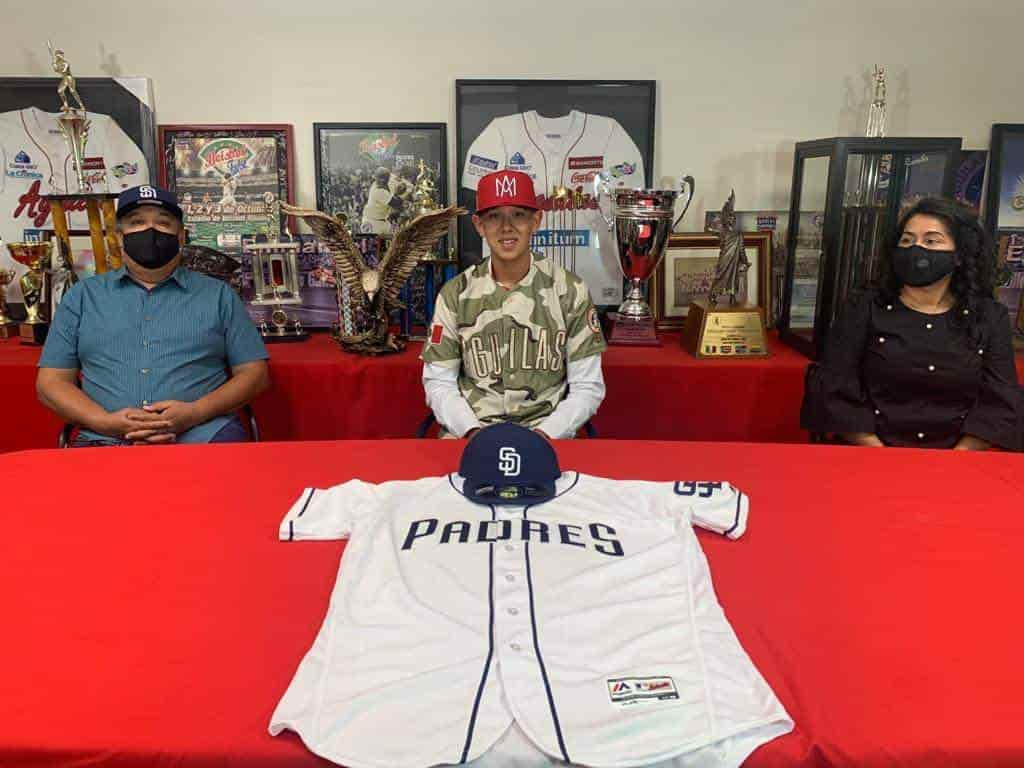 Firma prospecto cachanilla con Padres de San Diego