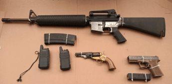 Detienen a dos personas con armas en un yate en Ensenada