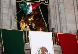 AMLO entrega presea Miguel Hidalgo a profesionales de la Salud