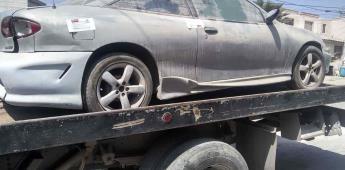Remolcan vehículos yonkeados en el fraccionamiento El Dorado