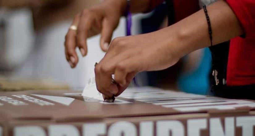 Hallan bodega clandestina con mercancía para presunto uso electoral